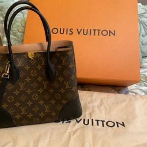 Brand new Louis Vuitton purse. Never used.